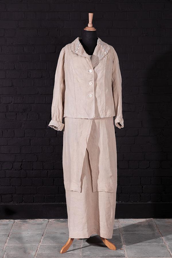 1930's Au Printemps (Paris) women linen suit