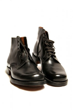 30's black boots