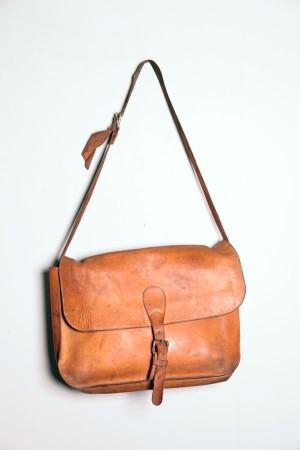 1950's tan leather shoulder bag