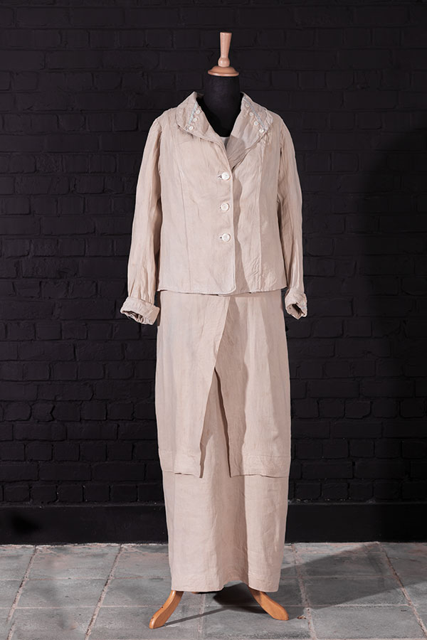 1930's Au Printemps (Paris) women linen suit